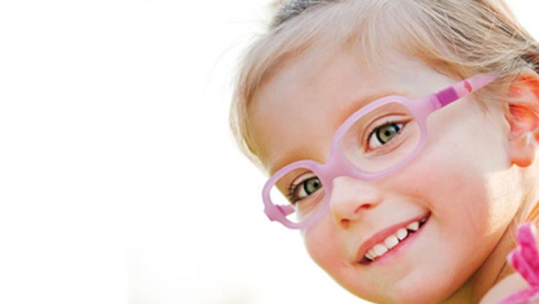 Mi niño no ve bien y tiene que llevar gafas graduadas todo el día.