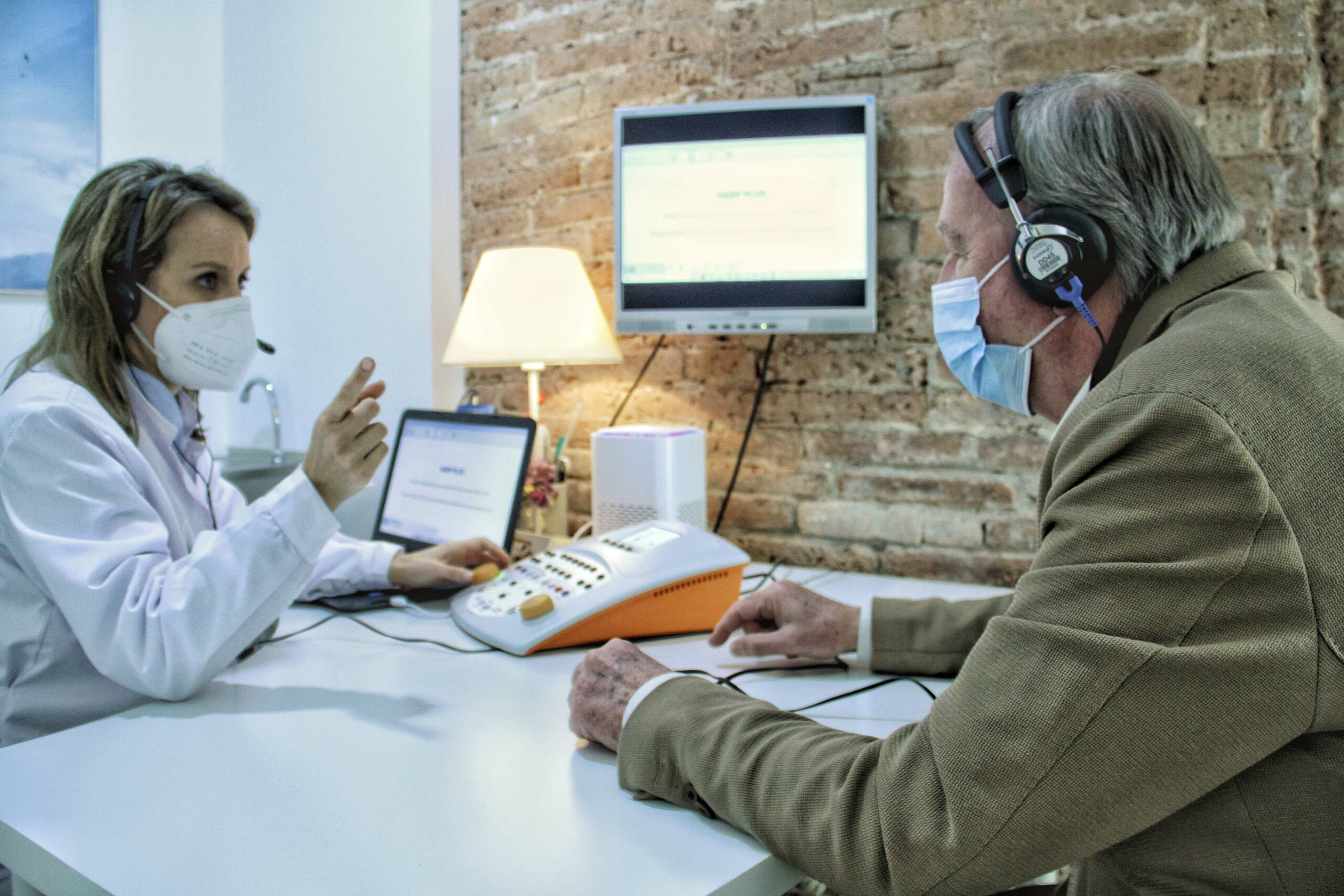 Para detectar problemas auditivos es básico realizar una audiometría anualmente